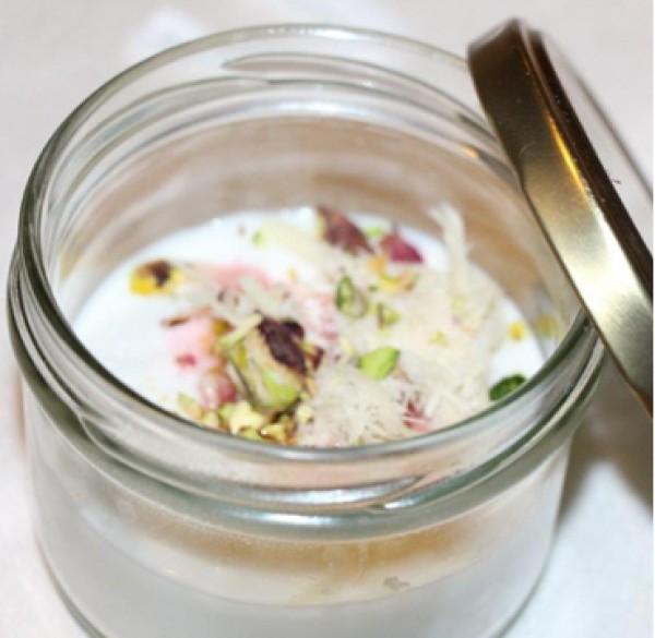 מלבי קוקוס ולואיזה, שערות חלבה, פירות יער ופיסטוק מקורמל